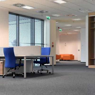 Hot desking, czyli praca przy tzw. gorących biurkach