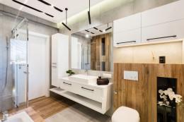Łazienka  z drzewem