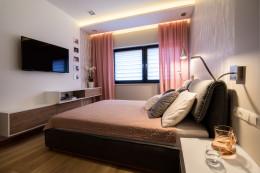 Sypialnia w pudrowym różu