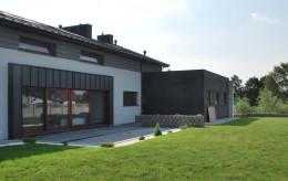 Dom typu stodoła pod Łodzią