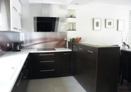 Otwarta kuchnia w mieszkaniu.
