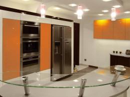 obła kuchnia w pomarańczu