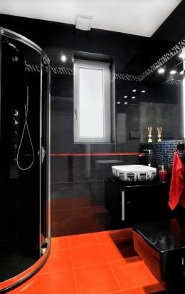 Łazienka czerwono-czarna