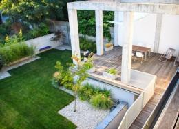 Ogród z betonem