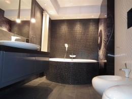 czerno-biała łazienka