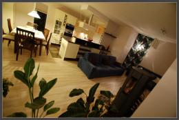 Kuchnia z salonem w mieszkaniu na Morenie