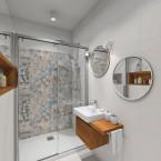 mala łazienka z patchworkiem w tle