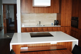 Blat w kuchni wykonany z kamienia naturalnego