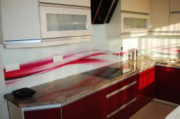 Aranżacja kuchni z wykorzystaniem granitu na blacie