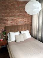 Sypialnia z cegłą