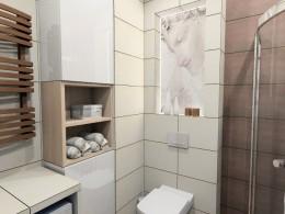 Łazienka w przytulnym mieszkaniu