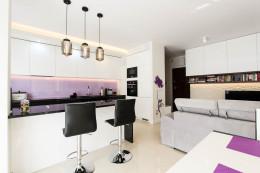 Mieszkanie Z Fioletowym Koprem