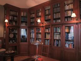 Stylizowa biblioteka - dom w Łomiankach