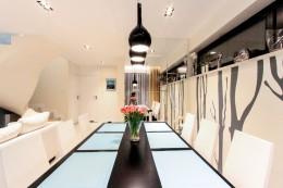 Dom w Turkusach realizacja - kuchnia i jadalnia