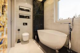 Łazienka z obrazem
