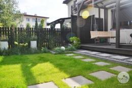 Mały ogród przy szeregówce
