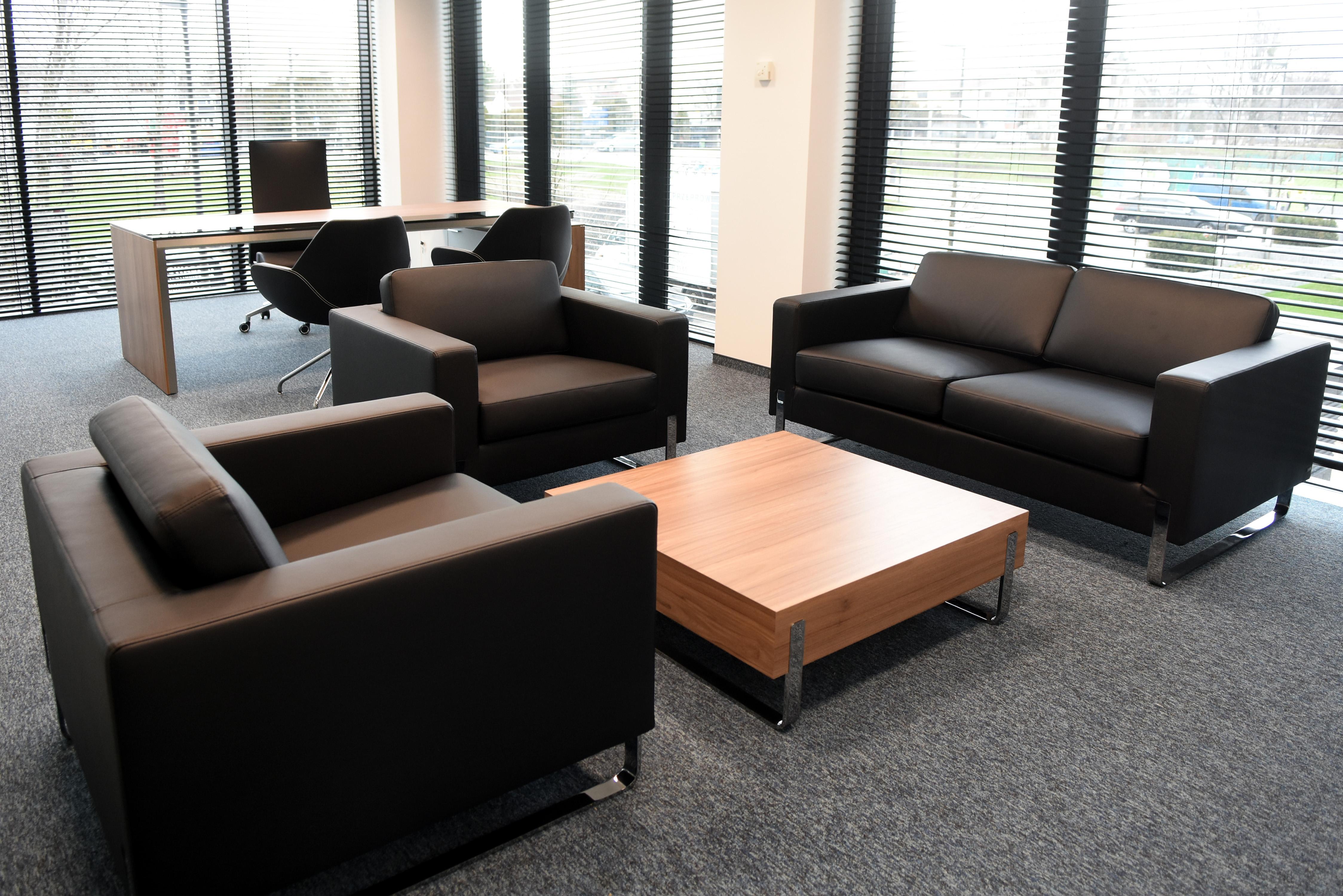 Funkcjonalne i ładne meble biurowe